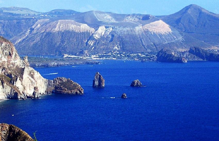 isole eolie viaggi sicilia. Black Bedroom Furniture Sets. Home Design Ideas